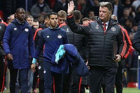 "Sau Mourinho toi luot Van Gaal bi hoc tro ""dam sau lung"" - Anh 2"