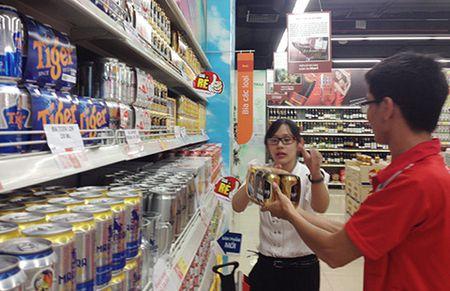 'Mieng banh' 3 ti lit bia vao tay 'ngoai' - Anh 1