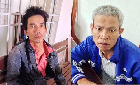 Bat hai doi tuong van chuyen 2 ta cyanua trai phep - Anh 1