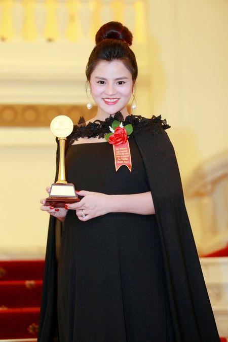 Vu Thu Phuong tai xuat sau su co dut gan tay - Anh 4