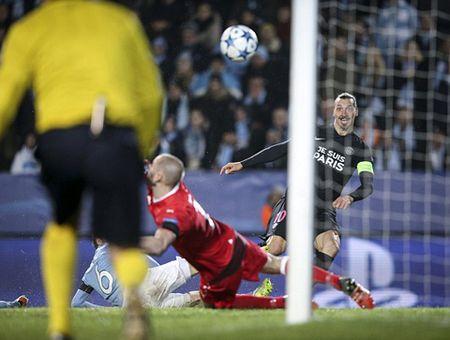 CDV Malmo la o tat ca cac cau thu PSG, tru Ibrahimovic - Anh 2