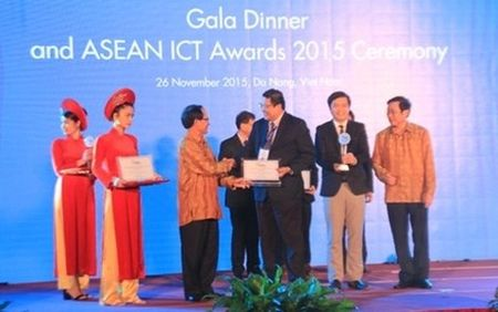 Trao giai thuong Cong nghe Thong tin va Truyen thong ASEAN 2015 - Anh 1