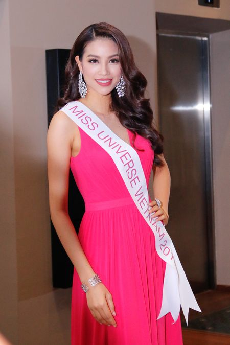 """Pham Thi Huong dat so do """"vang"""" truoc them Miss Universe - Anh 7"""