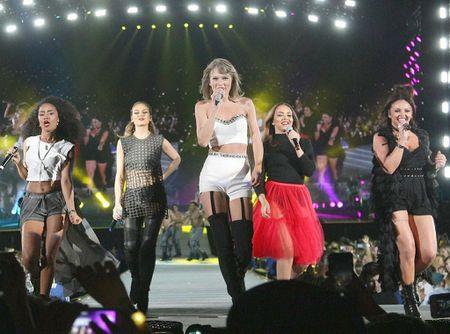 """Diem mat khach moi """"khung"""" trong tour dien cua Taylor Swift - Anh 12"""