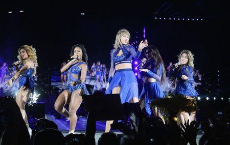 """Diem mat khach moi """"khung"""" trong tour dien cua Taylor Swift - Anh 14"""