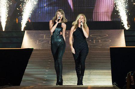 """Diem mat khach moi """"khung"""" trong tour dien cua Taylor Swift - Anh 15"""