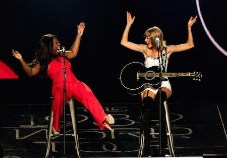 """Diem mat khach moi """"khung"""" trong tour dien cua Taylor Swift - Anh 1"""