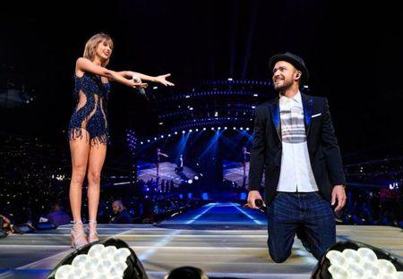 """Diem mat khach moi """"khung"""" trong tour dien cua Taylor Swift - Anh 22"""