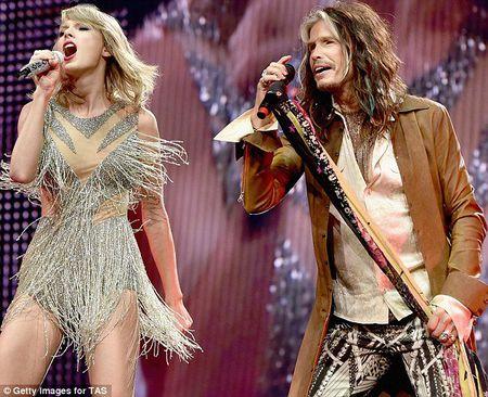 """Diem mat khach moi """"khung"""" trong tour dien cua Taylor Swift - Anh 6"""