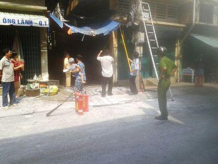 TP.HCM: Lai chay gan cau Ong Lanh - Anh 1