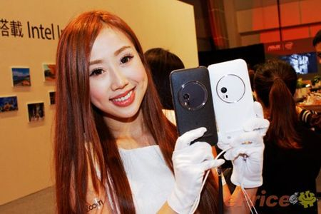Asus ZenFone Zoom chinh thuc ban ra, gia cao - Anh 1