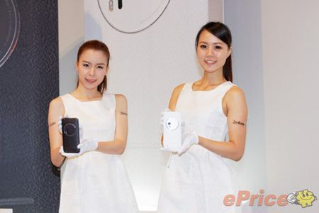 Asus ZenFone Zoom chinh thuc ban ra, gia cao - Anh 2
