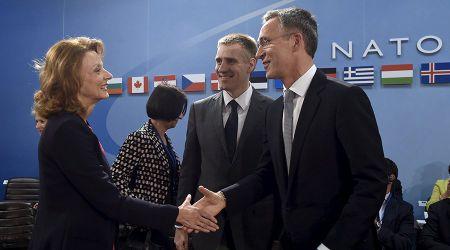 NATO vua dam vua xoa Nga - Anh 1