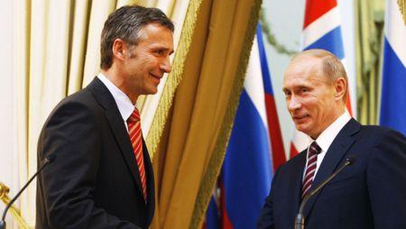 NATO vua dam vua xoa Nga - Anh 2