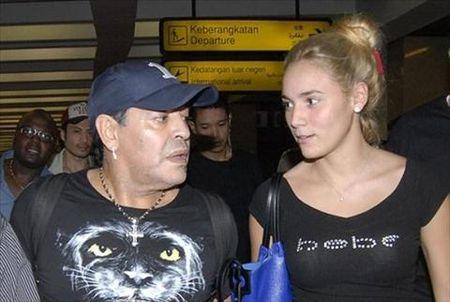 Maradona cat da day de cuoi vo - Anh 2