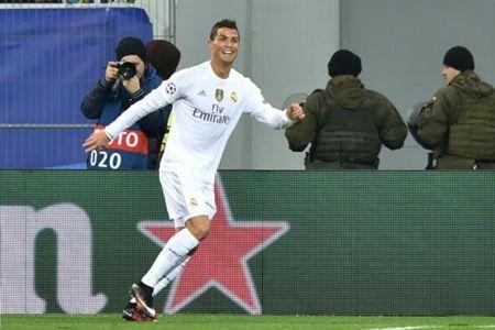 Chuyen nhuong Man United: Ronaldo, Bale va san sieu tien dao - Anh 5