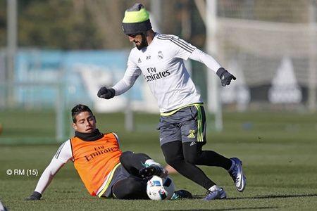 """HLV Rafael Benitez """"do danh"""" Cristiano Ronaldo tren san tap - Anh 8"""