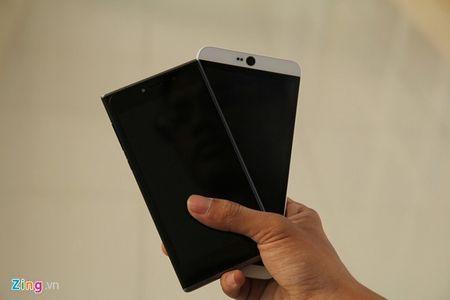 So sanh 2 smartphone tam gia 6 trieu vua ban o VN - Anh 1