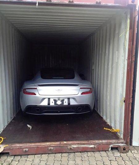 Chi tiet sieu xe Aston Martin Vanquish dau tien ve Viet Nam - Anh 1