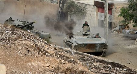 Quan doi Syria danh bat phien quan IS doc tuyen Aleppo-Raqqa - Anh 1