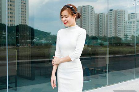 Hoang Thuy Linh tre trung, sanh dieu dao pho ngay dong - Anh 1