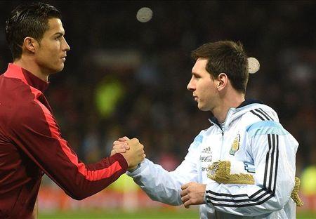 Messi la nghe si, con Ronaldo la… co may - Anh 1