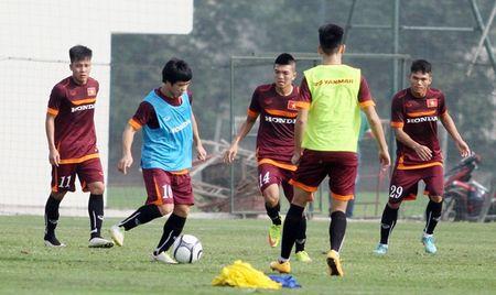 """Cong Phuong bi """"cham soc"""" ky o tuyen U23 Viet Nam - Anh 1"""