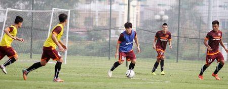 """Cong Phuong bi """"cham soc"""" ky o tuyen U23 Viet Nam - Anh 2"""