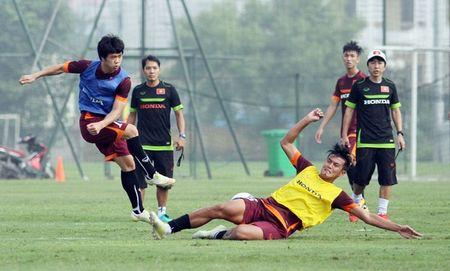 """Cong Phuong bi """"cham soc"""" ky o tuyen U23 Viet Nam - Anh 3"""
