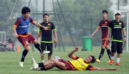 """Cong Phuong bi """"cham soc"""" ky o tuyen U23 Viet Nam - Anh 4"""