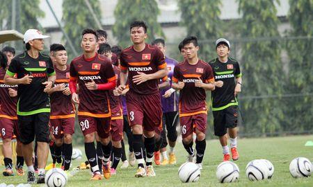"""Cong Phuong bi """"cham soc"""" ky o tuyen U23 Viet Nam - Anh 6"""