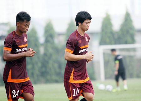 """Cong Phuong bi """"cham soc"""" ky o tuyen U23 Viet Nam - Anh 7"""