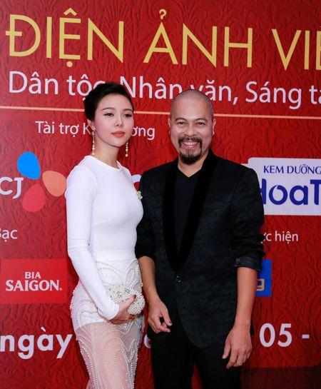 NTK Duc Hung sanh doi A hau Tra Giang tren tham do - Anh 1
