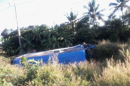 5 nguoi Viet bi thuong trong vu lat xe du lich o Thai Lan - Anh 1