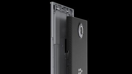BlackBerry chia se ve qua trinh thiet ke Priv: su hoa hop giua full-touch va ban phim cung - Anh 3