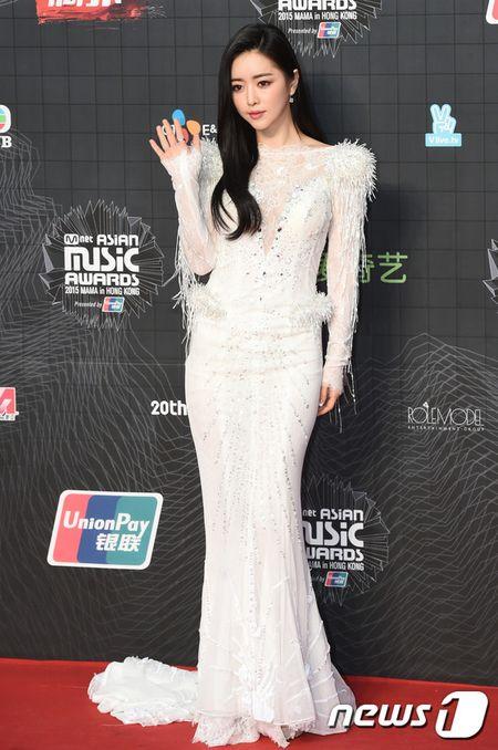MAMA 2015: Park Shin Hye mat diem voi phong cach gia nua - Anh 3