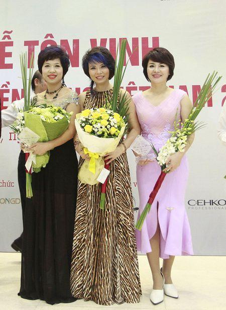 """Nha tao mau toc Thu Hoai: 25 nam """"con say tinh"""" tuyet dep - Anh 5"""