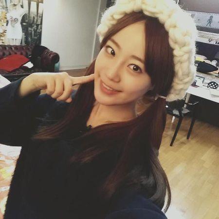 Hoc cach dan mu beanie soi to xinh iu nhu Park Shin Hye - Anh 6