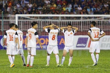 U21 Viet Nam 'danh roi' huy chuong dong vi… trong tai? - Anh 1