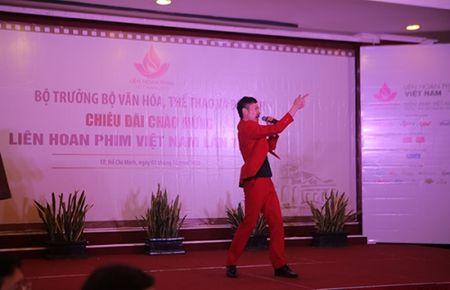 Cuu ca si TVB Hong Kong bat ngo tham du LHP Viet Nam 2015 - Anh 2