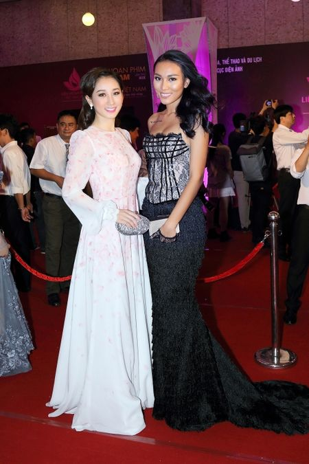 Cuu ca si TVB Hong Kong bat ngo tham du LHP Viet Nam 2015 - Anh 3