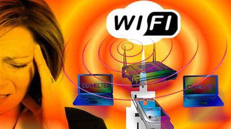 Nu sinh Anh tu van vi di ung song wifi - Anh 2
