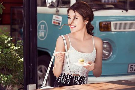 Style doi thuong tre trung, cuon hut cua A hau Huyen My - Anh 11