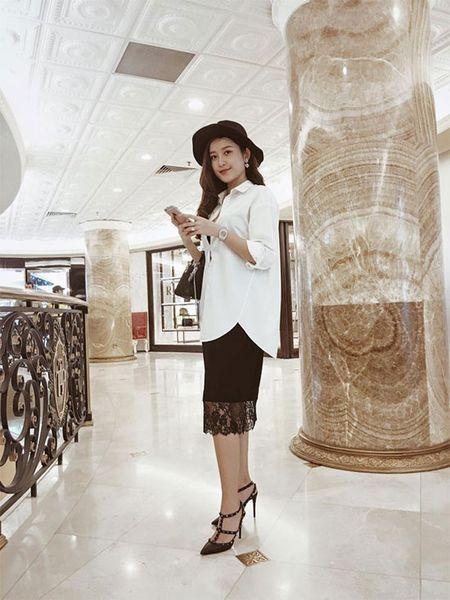Style doi thuong tre trung, cuon hut cua A hau Huyen My - Anh 2