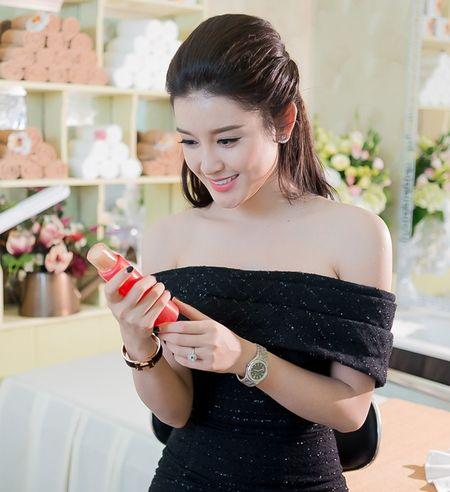 Style doi thuong tre trung, cuon hut cua A hau Huyen My - Anh 9