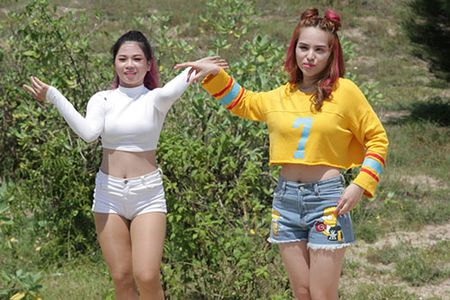 Ca si lai 4 dong mau Chung Thuong doi nang 40 do quay MV - Anh 5
