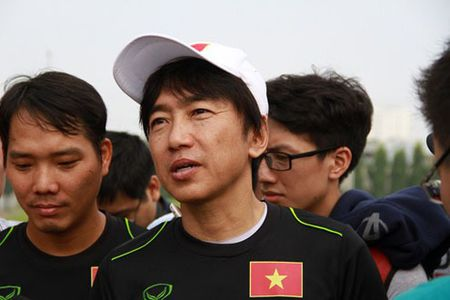 HLV Miura muon cung U23 lam nen dieu bat ngo tai VCK U23 chau A - Anh 1
