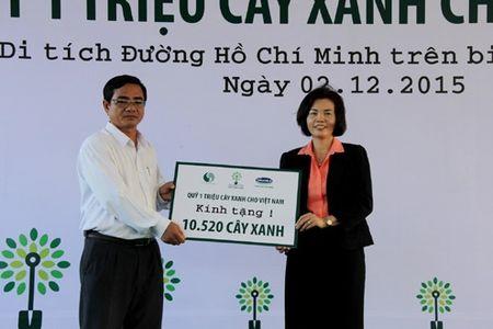 Vinamilk va quy 1 trieu cay xanh cho VN trong cay tai khu di tich Duong Ho Chi Minh tren bien va trao tang sua tai Ben Tre - Anh 1