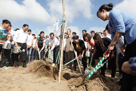 Vinamilk va quy 1 trieu cay xanh cho VN trong cay tai khu di tich Duong Ho Chi Minh tren bien va trao tang sua tai Ben Tre - Anh 2