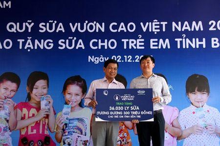 Vinamilk va quy 1 trieu cay xanh cho VN trong cay tai khu di tich Duong Ho Chi Minh tren bien va trao tang sua tai Ben Tre - Anh 3
